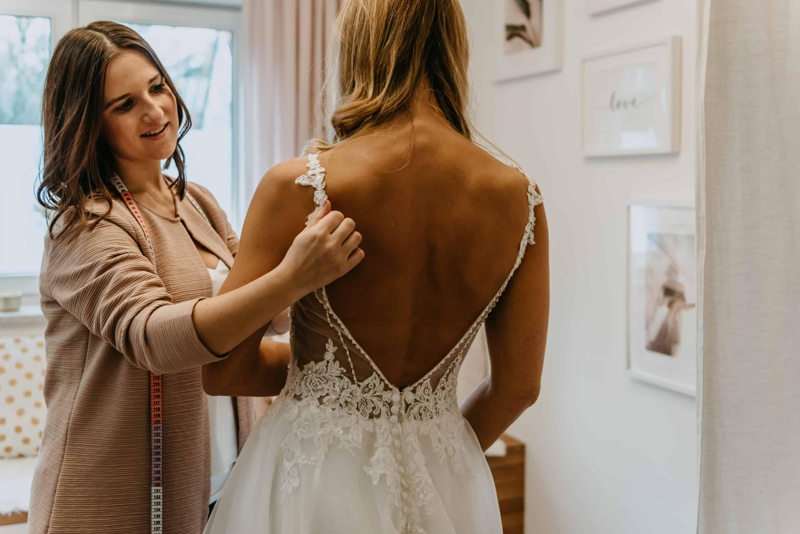 Brautmoden-Regensburg-Second-Hand-Brautkleid-DreamOnDresses- Bridal-Concept-Store-Beratung